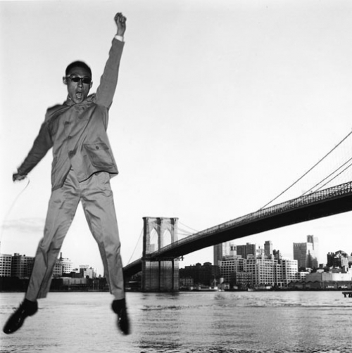 Tseng Kwong Chi, New York, New York (Brooklyn Bridge), 1979