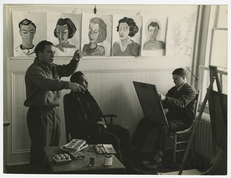 Xanti Schawinsky teaching a portraiture class, Photo by Helen Post Modley.