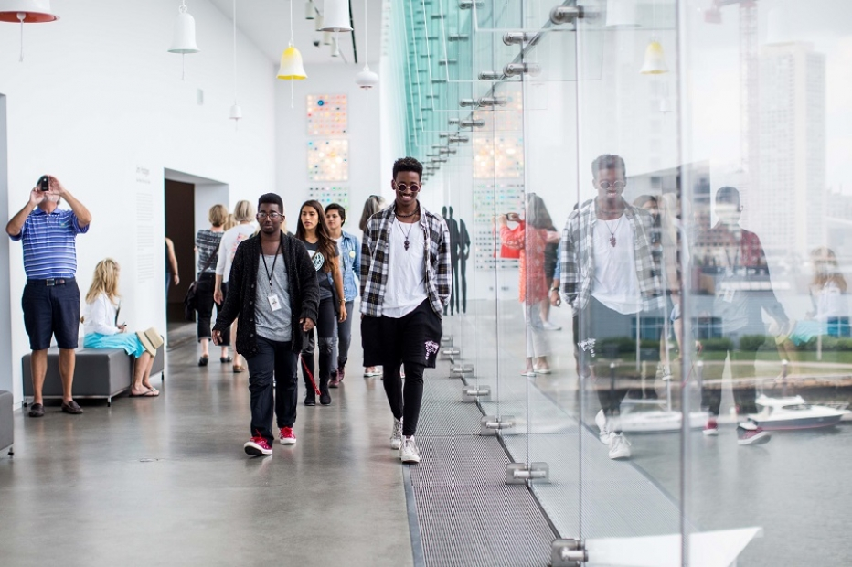 Teens at 2014 ICA Teen Convening walking through galleries