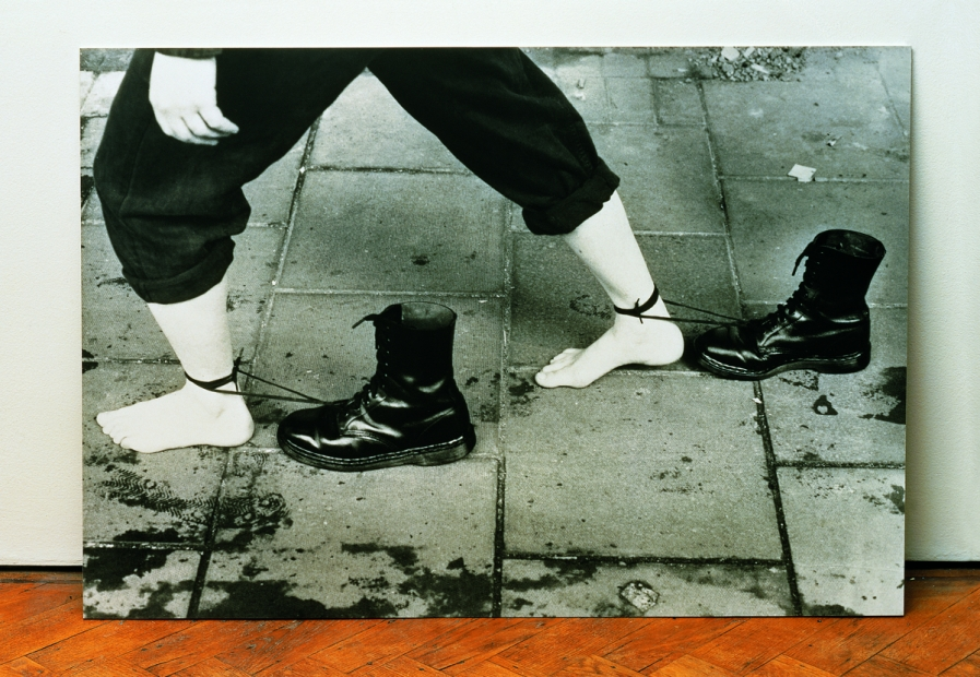 Mona Hatoum, Performance Still, 1985/95